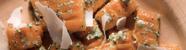 Тыквенные клецки с песто из рукколы и козьего сыра